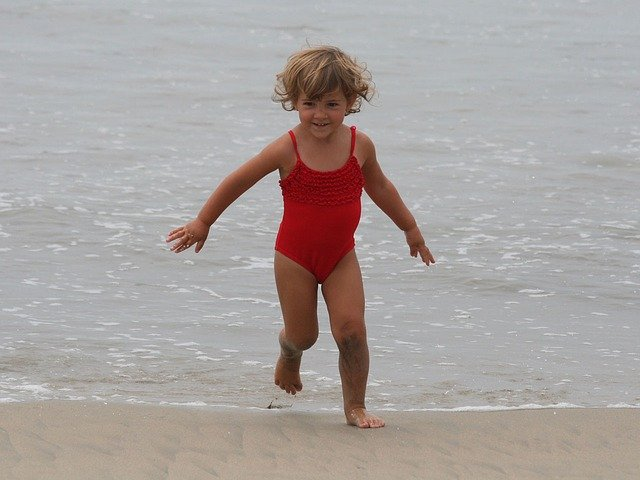 dziecko biega